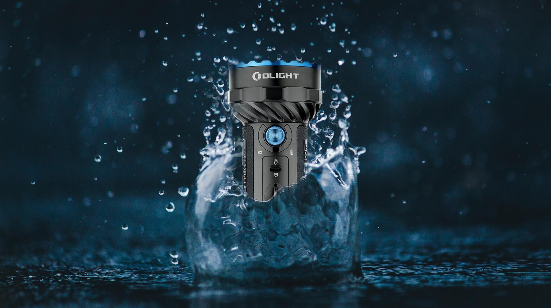 ¿Tu linterna es resistente al agua?